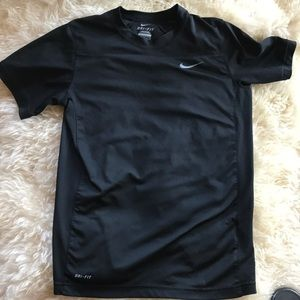 ⭐️5/$25⭐️Nike DRI-FIT top